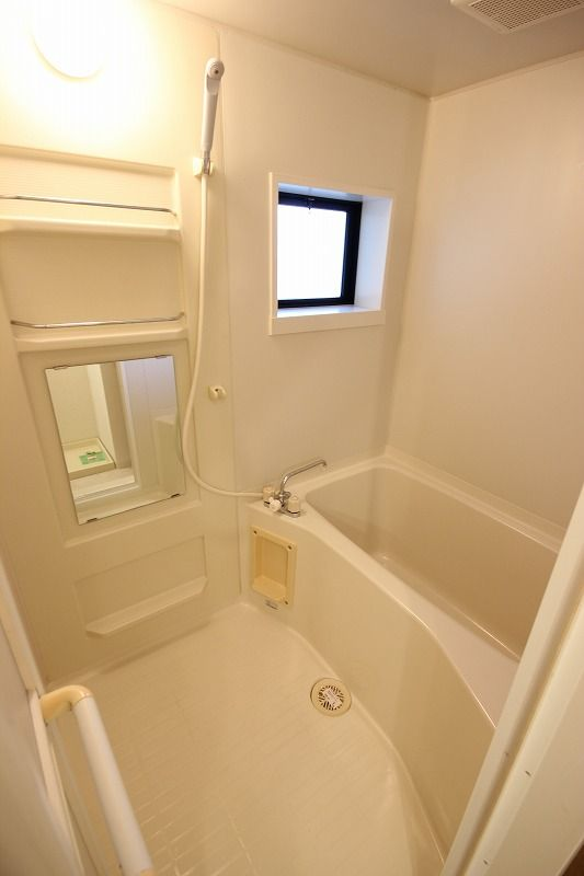 換気窓付きバスルーム